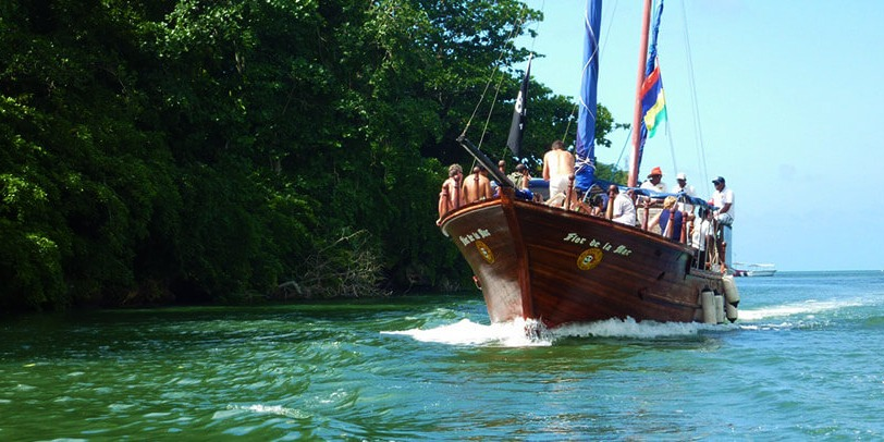Pirate Boat to Ile Aux Cerfs Island