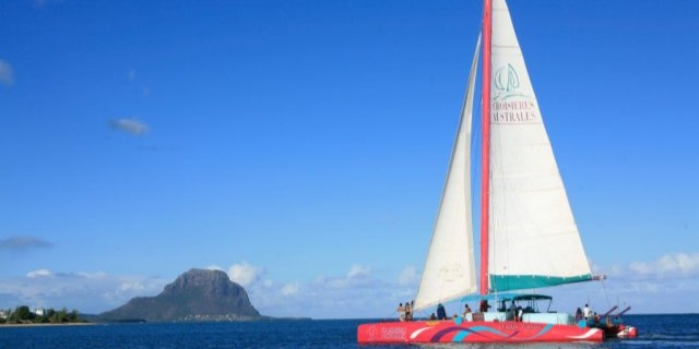 Catamaran Cruise Northern Islands
