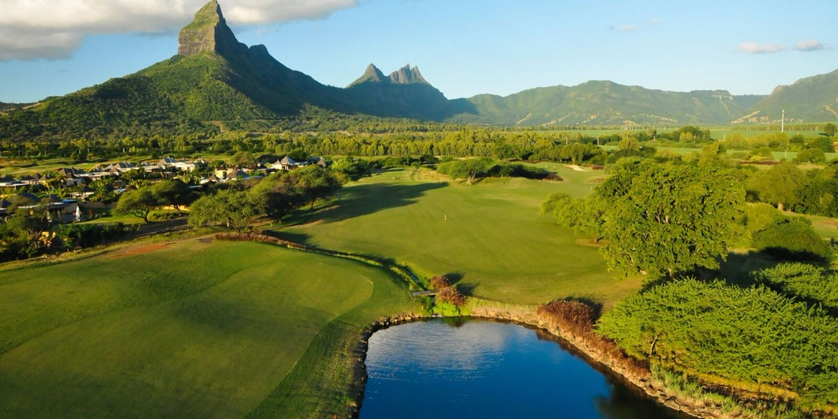 tamarin mountain and courses view